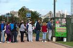 Foto #57722 - Line of people waiting for buying tortas fritas