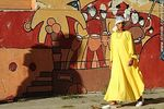 Foto #60541 - Women dressed in yellow